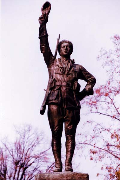 Statut d'Alan Seeger sur le monument aux volontaires américains